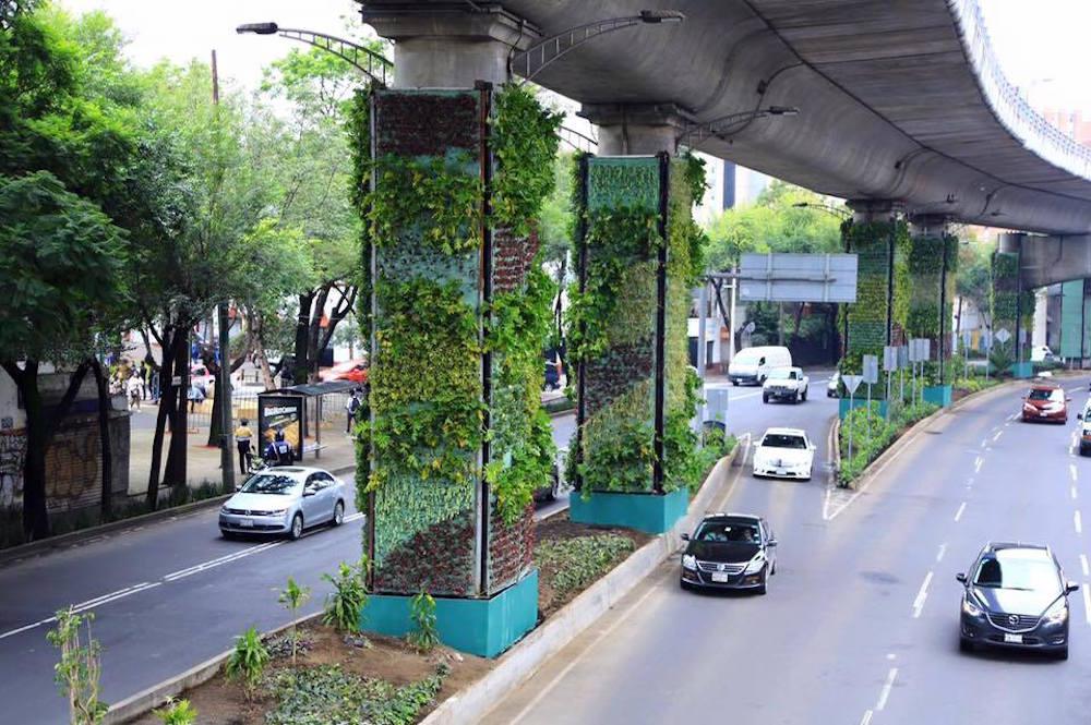 M xico convierte las columnas de viaductos en gigantescos for Proyecto jardines verticales
