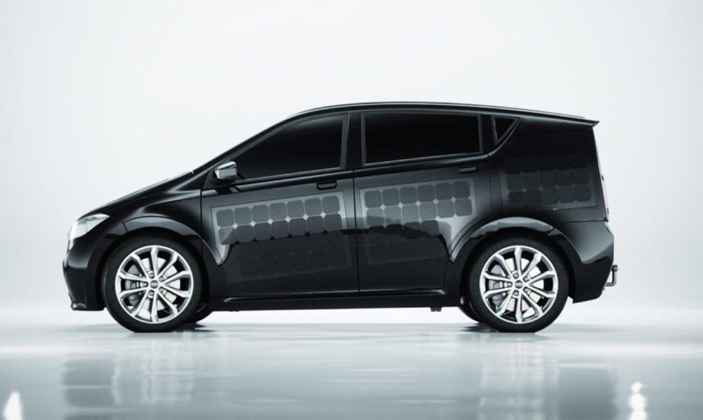 Sion coche eléctrico que se autoalimenta con energía solar
