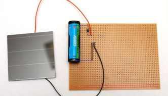 Alarga la vida de tus pilas con un sistema casero de recarga con energía solar