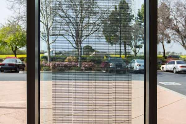 PowerVision-150, un cristal para fachadas, ventanas y tragaluces que permite la entrada de luz al tiempo que genera energía