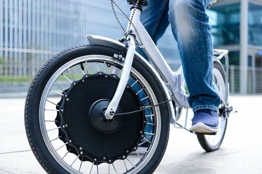 EvoWheel convierte casi cualquier bicicleta en una eléctrica en sólo 30 segundos