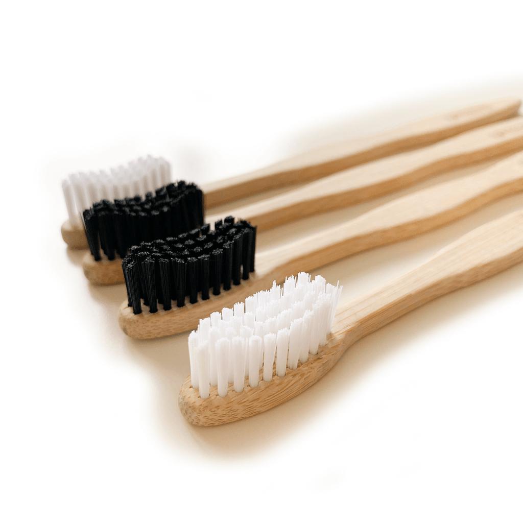 bambusova zubna kefka cierna a biela