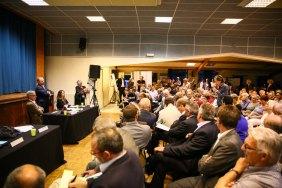 Questions du public à la réunion d'ouverture du Débat public le 24 avril 2015 Marizy Photo CNDP- Flickr
