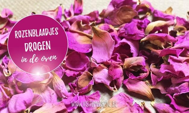Rozenblaadjes (of andere bloemen) drogen in de oven