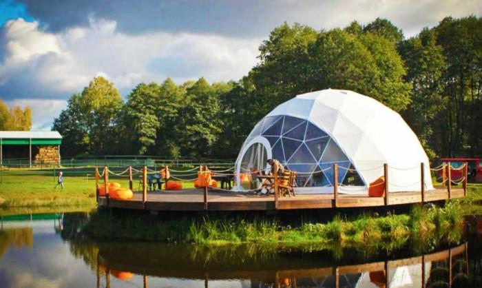 În anul 1951, Buckminster Fuller a patentat o cupolă geodezică ce se deschide rapid, iar pînă în prezent, diferite companii inventează variații pe această temă. Trebuie de menționat că această invenție s-ar putea dovedi foarte utilă pentru oameni.