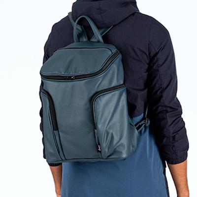 chico-mochila portada
