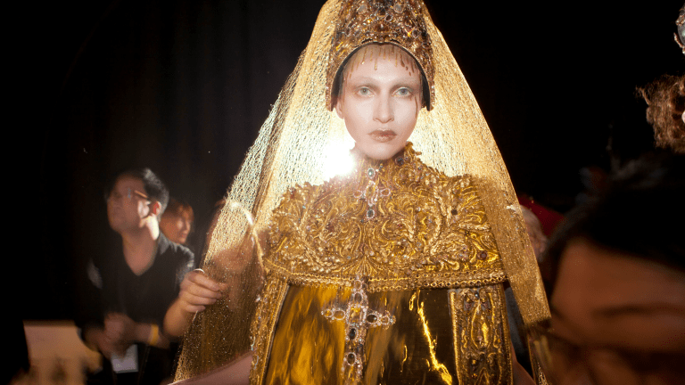 Chinese Couturier Guo Pei to Visit Vancouver for VAG Launch