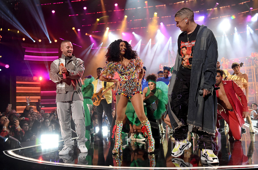 Fashion Friday: American Music Awards and the 80s Resurgence