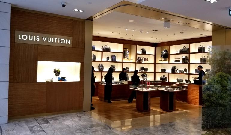 Louis Vuitton, Popup, Holt Renfrew, SS19, Virgil Abloh, Downtown Vancouver, Vancity, YVR, BC, 604, shannon whyte, joel martin, helen siwak, ecoluxluv