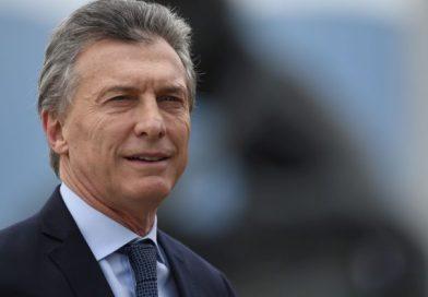 Mauricio Macri firmó el decreto por el bono de fin de año