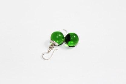Arete whiskero verde brillante