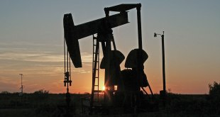 Petróleo de Texas rebota y sube un 10.38%