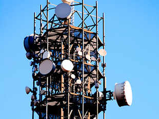 Big telcos to thrive, small ones may fall: Standard & Poor's