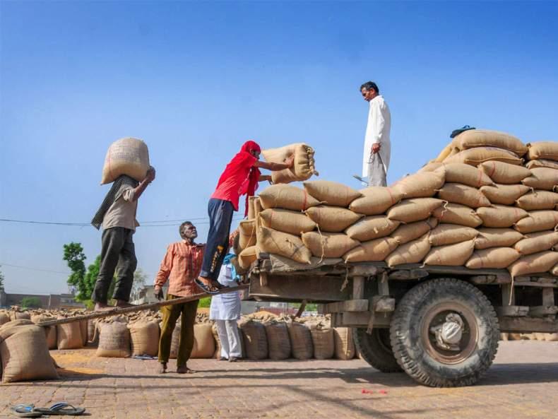 राहत पैकेज: मंडी के बाहर भी अपनी फसल बेच सकेंगे किसान, एपीएमसी पर घटेगी निर्भरता | ET Hindi