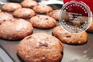 Muffins au son, fruits séchés et chocolat