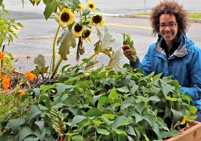 Jasmine Kabuya-Racine jardin potager