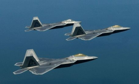 1024px-F22_Training_Formation