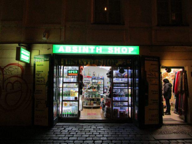 Les magasins de nuit peuvent être tenté de contourner la loi pour atteindre une clientèle mineure cherchant à braver les interdits