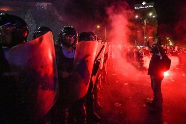 Pour couvrir les actualités de la révolution roumaine, le danger reste présent pour les journalistes