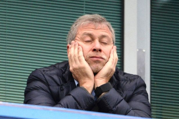 Après avoir pompé plus de 1,2 milliard d'euros (1,4 milliard de dollars), selon Soccerex, Abramovich a gagné le statut de célébrité et l'amour des fans de Chelsea.