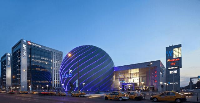 En 2014, les groupes autrichiens Erste et Raiffeisen et le groupe allemand pbb Deutsche Pfandriefbank ont refinancé le centre commercial avec 220 millions d'euros
