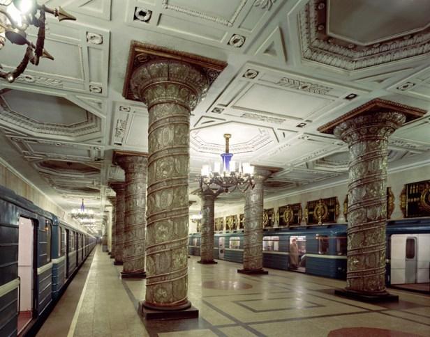 station de métro à Saint-Pétersbourg