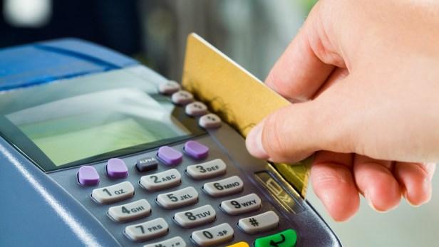 Les retraits d'espèces aux distributeurs automatiques ont atteint plus de 92 milliards de rands (près de 20 millions d'euros) au premier semestre de cette année, en hausse de 14,4% par rapport à la même période de 2017.