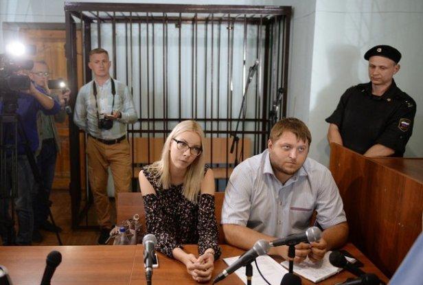 Maria Motuznaya, 23 ans, a twitté lundi qu'une équipe d'enquêteurs avait attaqué son appartement au début du mois de mai