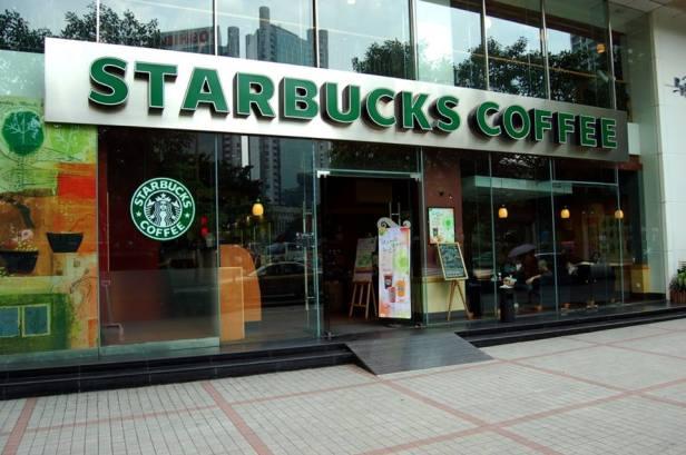 Starbucks a été fondée à Seattle (Washington) en 1971 et compte plus de 30 000 magasins dans le monde.