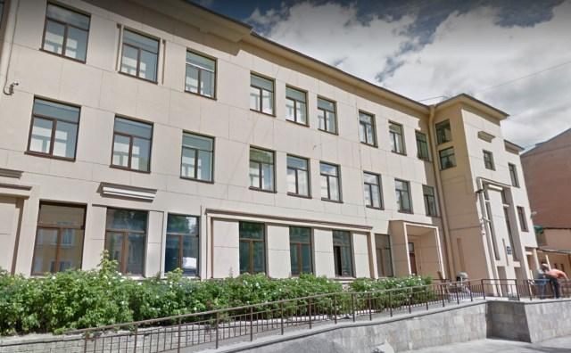 «Le conseil d'administration de l'AAS a appris le 20 septembre que le gouvernement russe avait pris la décision regrettable de fermer l'école anglo-américaine de Saint-Pétersbourg en ne renouvelant pas son bail actuel», a déclaré l'école dans un communiqué publié sur son site Internet.