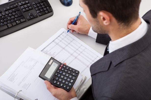 Si les comptables ont besoin de Dieu de leur côté, c'est peut-être parce que personne d'autre ne l'est - pas les lois, pas le service fiscal de l'État, et parfois même pas leurs employeurs.