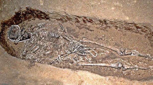 Des objets et des bijoux trouvés enterrés avec les restes suggèrent qu'ils ont peut-être élaboré des règles, des cérémonies et des rituels pour accompagner l'échange de partenaires entre groupes