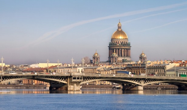 classical-view-of-neva-river-with-isaakievsky-cathedral-saint-petersburg