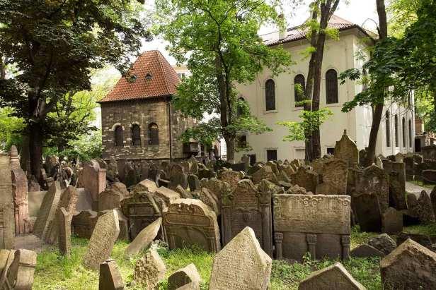 old-jewish-cemetery-prague-czech-republic-1