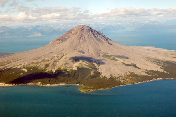 1280-111947672-aerial-view-volcano-alaska-usa