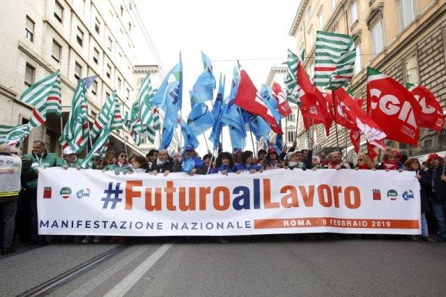 Des centaines de milliers de personnes manifestent pour une meilleure politique économique