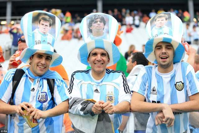 1404935031016_wps_1_Argentina_fans_show_their