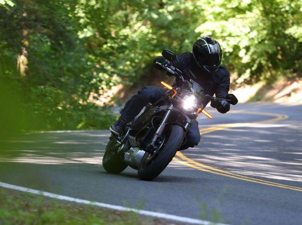 Elektro-Harley-Harley-Davidson-LiveWire-Serienversion-articleGalleryOverlay-f35be7f6-1611706