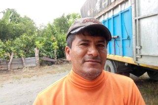 William Rolando Justavino Campoverde (43 Jahre) heiÃt dieser Kleinbauer, der im Cantón Balao im Süden Ecuadors Nahe Machala lebt und dort einer Kleinbauernorganisation vorsteht. Die vertritt 27 Bananen- und Kakaobauern vertritt, die jeweils auf rund fünf Hektar diese beiden Produkte anbauen. - die Asociación Libertad. Er hat zwei Kinder.