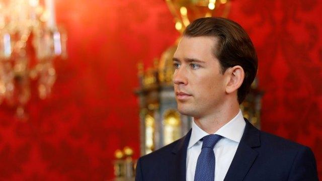 Austrian President Van der Bellen swears-in new country's cabinet