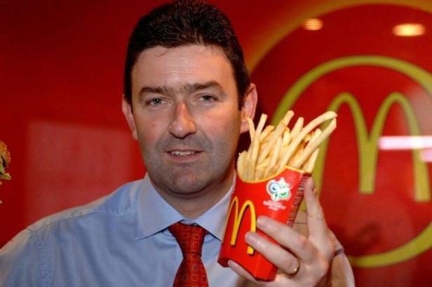 La chaîne de restauration rapide McDonald's rejette le chef pour sa relation avec un collègue