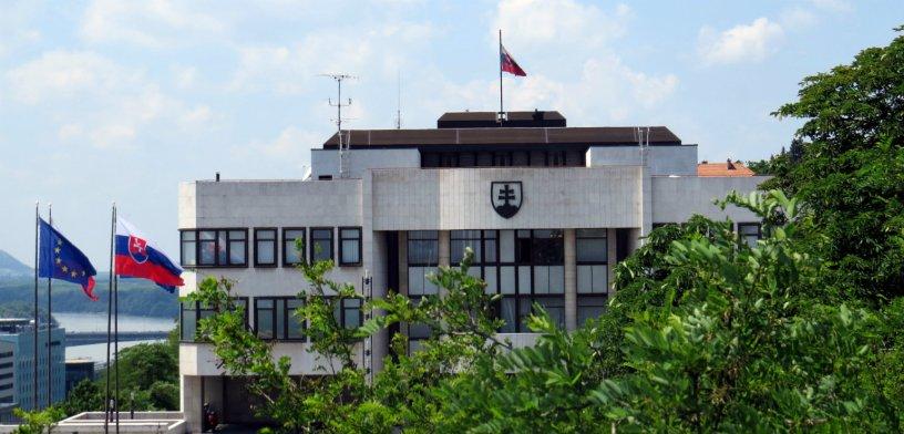 Christiana Serugová, du service de conseil fiscal de PwC, estime que la Slovaquie devrait s'inspirer des États baltes, dont les réformes, ainsi que leur numérisation de l'administration fiscale, les ont propulsées en tête du classement.