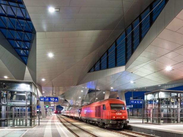 L'investissement n'aurait de sens que si la compagnie de chemin de fer d'État slovaque ŽSR reconstruisait plusieurs kilomètres entre Devínska Nová Ves et les frontières autrichiennes, selon Denník N.