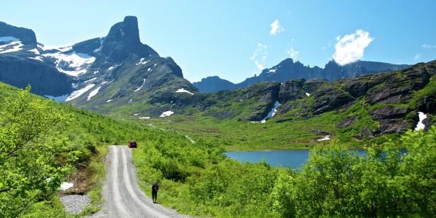 Tourist_Vengedalen_valley_Norway_2_1_021ca4b1-7652-4f76-9bdf-f33f03dd0835