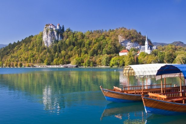 ljubljana-and-lake-bled-twin-centre_2_traditional-wooden-boats-on-lake-bled
