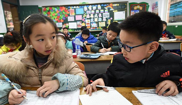 Les mamans chinoises se plaignent de faire trop de devoirs