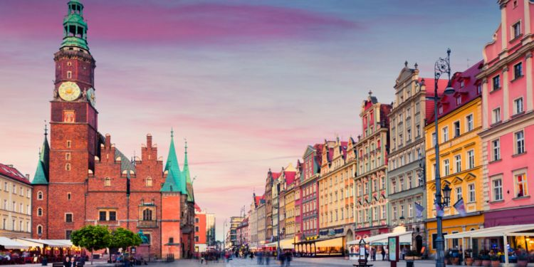 Le PIB polonais en baisse de 2,8% en 2020: bureau des statistiques