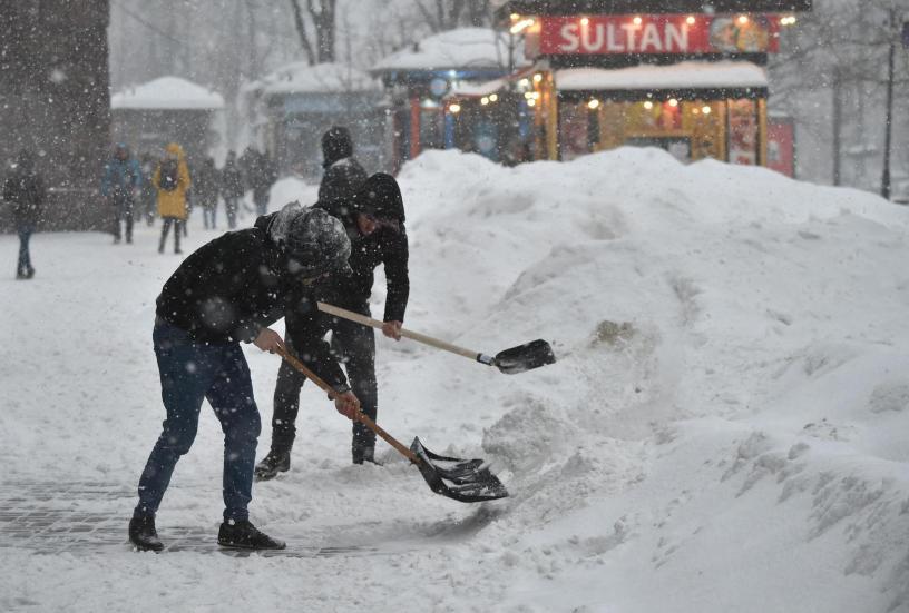 Une célèbre rue de Kiev transformée en piste de snowboard