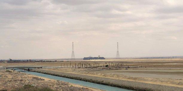 Plus de 100 navires ont déjà traversé le canal de Suez, 140 autres attendus mardi