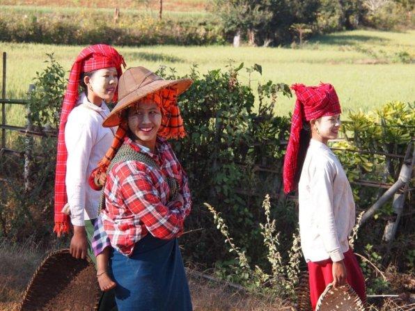 Myanmar-Pa-Oh-women-in-Shan-State.